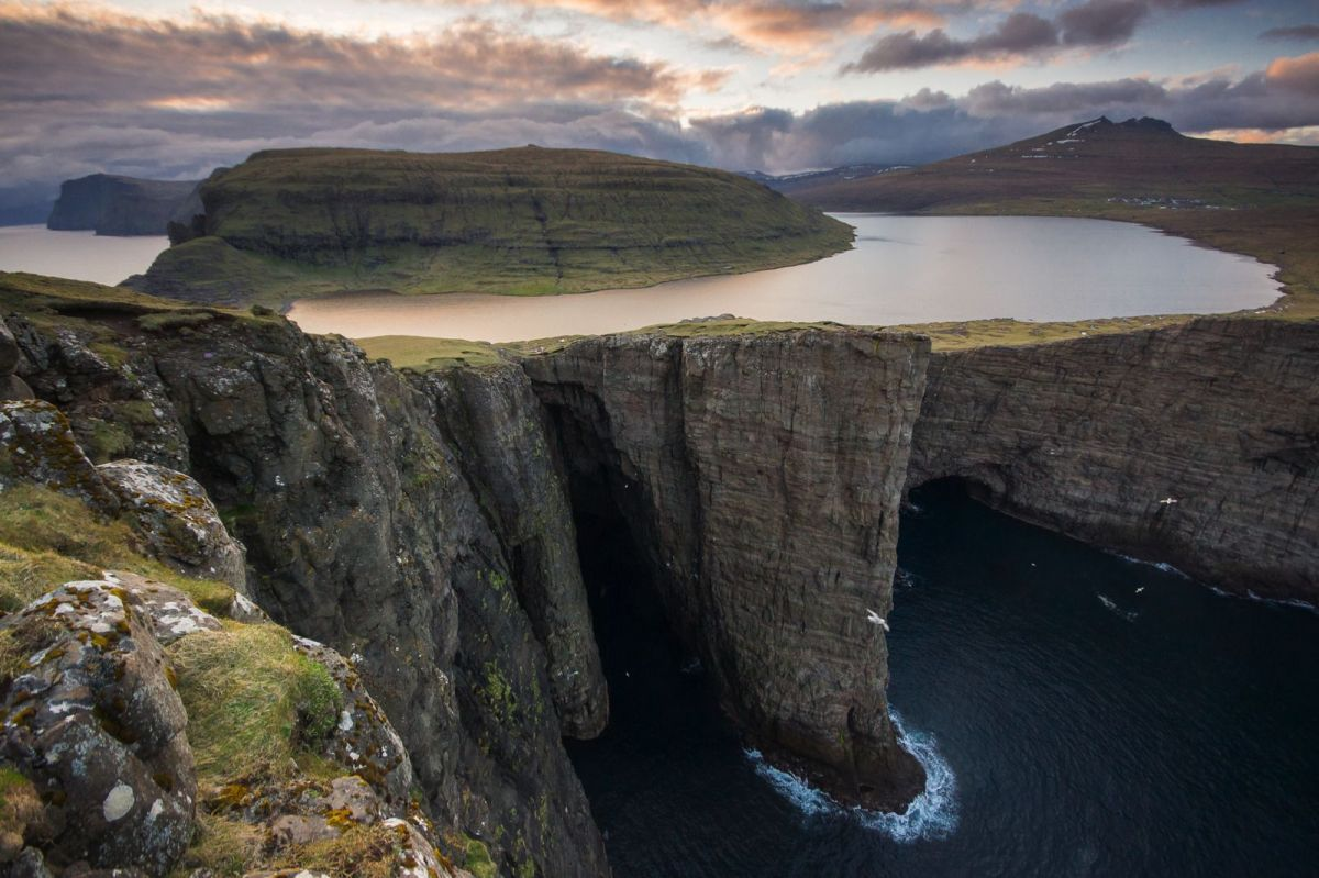 The-Faroe-Islands-Lake-in-Mountain-Sorvagsvatn-1
